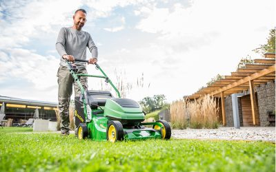 John Deere launches commercial battery mower at SALTEX 2019